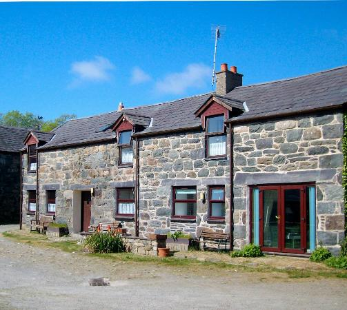 Ty Mawr Farm : Hendre and Hafod Cottages
