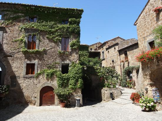 Gioia Private Tours & Trips: Inside Bagnoregio, The