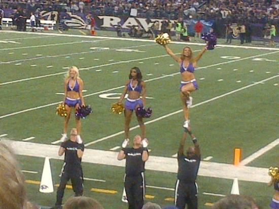 M&T Bank Stadium: Cheerleaders