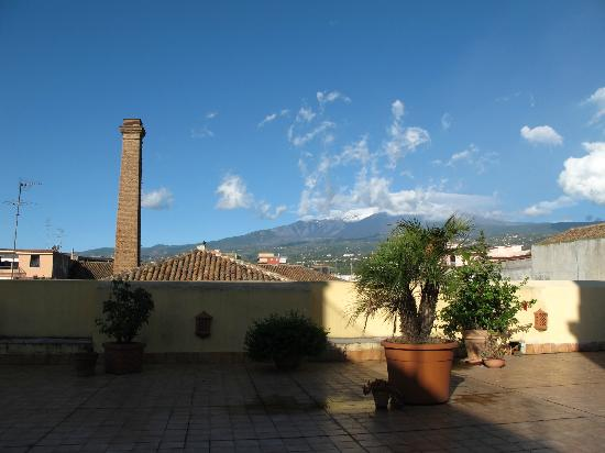 B&B di Charme Camelie: Snow on Mount Etna