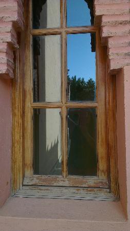 Palmeraie Village Residence: Wooden windows wear and tear