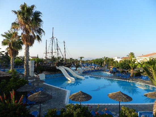 Kipriotis Village Resort: Una delle piscine dell' Hotel kipriotis