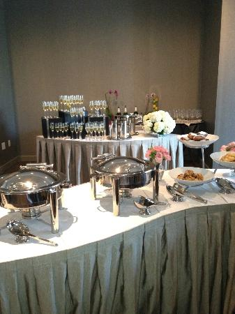 Colcord Hotel: Another view of the buffet and champagne station
