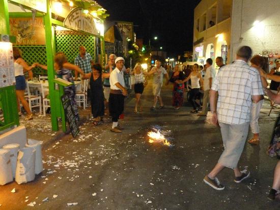 Meli&Thumari : dancing in the street