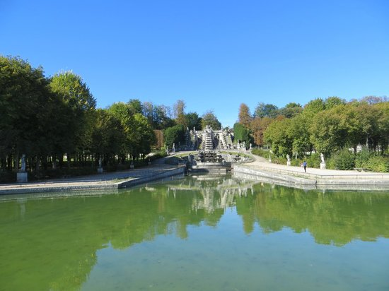 Saint-Cloud, France: View of fountains and Paris
