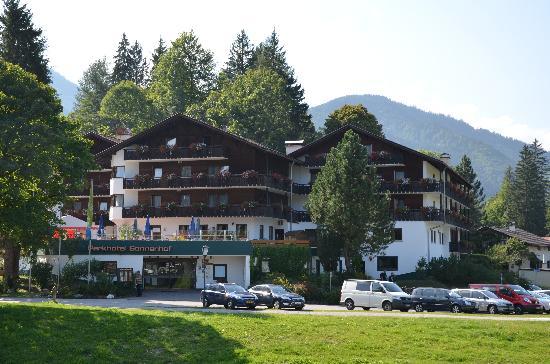 Parkhotel Sonnenhof: Hotel from across the river