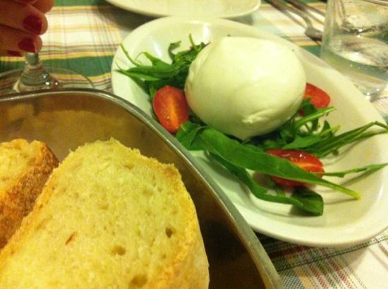Mattozzi Giardino di Napoli: bufala com tomatinhos!