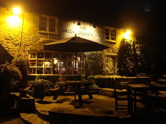 The Green Dragon Inn: night time at Green Dragon