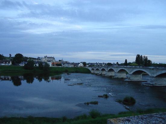 Logis La Brèche: Linda vista da cidade ao atravessar a ponte.