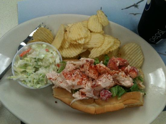 Quietside Cafe and Ice Cream Shop : Lobster Roll
