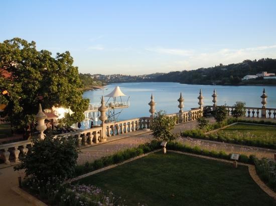 Pestana Palacio do Freixo: evening view up river