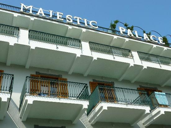 Majestic Palace Hotel: Front of the hotel