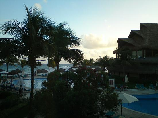 Catalonia Riviera Maya: View of the sea from our room (upgrade)
