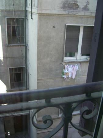 Hotel Dei Consoli: 窓からの眺め、確かに夜は静かだけど。