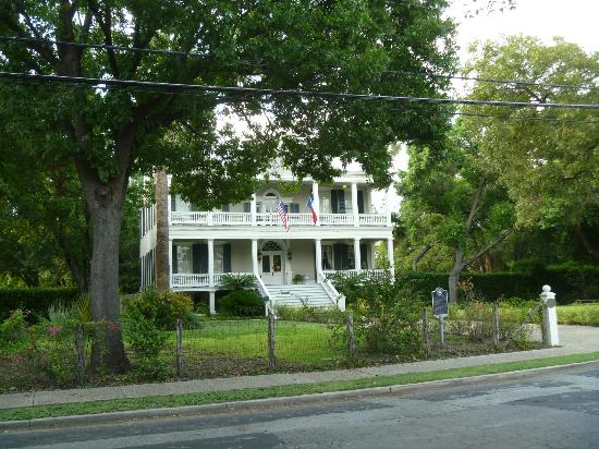 Noble Inns - The Oge House, Inn on the Riverwalk : Front view of Oge House