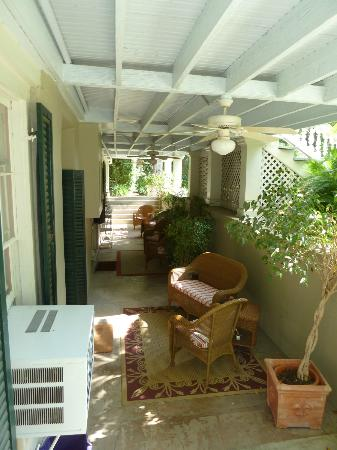 Noble Inns - The Oge House, Inn on the Riverwalk: Outdoor sitting area outside basement bedrooms