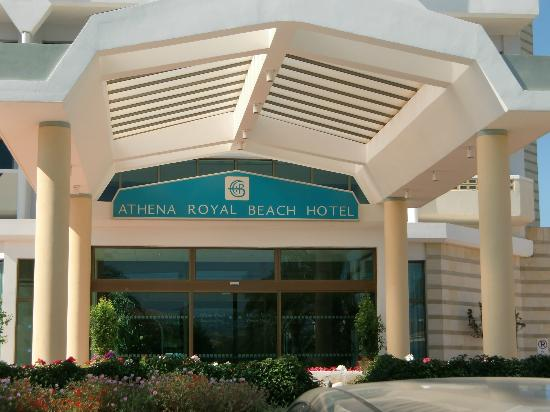 Constantinou Bros Athena Royal Beach Hotel: Hotel entrance