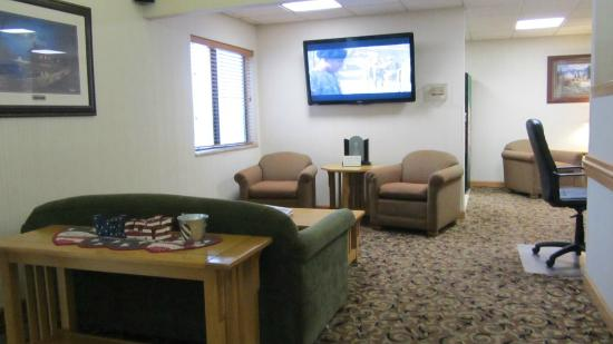 Quality Inn & Suites Marion: lobby area