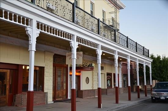Niles Hotel