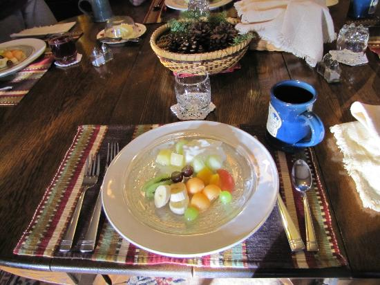 Poplar Creek Guesthouse B&B and Lake Cabin: Breakfast opening course