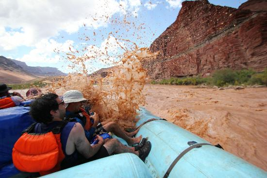 Grand Canyon Whitewater: Rapids attack