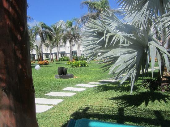 Secrets Silversands Riviera Cancun: Grounds