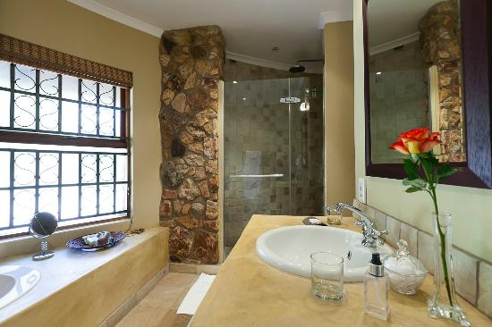 Idwala Boutique Hotel Johannesburg: Luxury bathroom