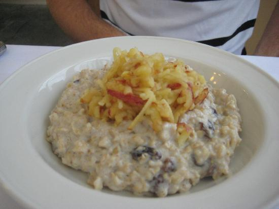 The Spinney Country Guest House: Porridge with Raisins and Grated Apple! Divine