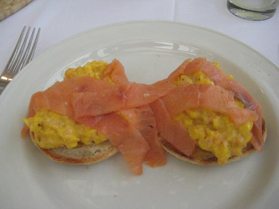 The Spinney Country Guest House: Smoked Salmon, Scrambled Egg on a Toasted Muffin! Heaven