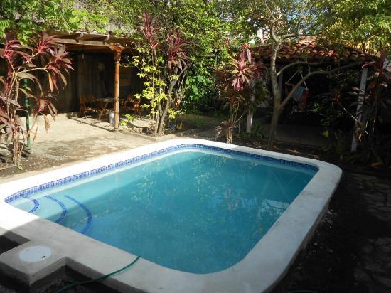 Hotel Kekoldi de Granada: Pool at the garden!