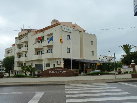 Aparthotel Olhos d'Agua, & large car park from north & Estrada de Albufeira