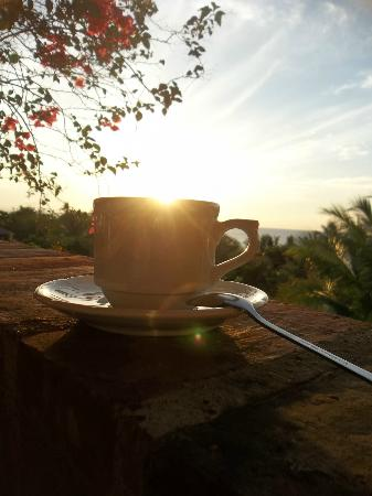 Amarela Resort: Cup filled with clear morning light