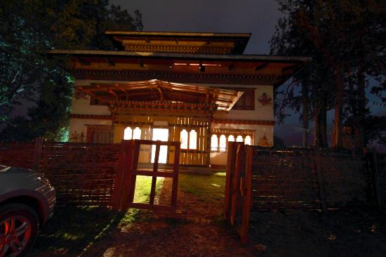 Thegchen Phodrang Guest House: Thegchen Phodrang Guesthouse in the night