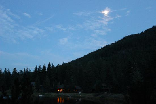 Freestone Inn: Moonrise