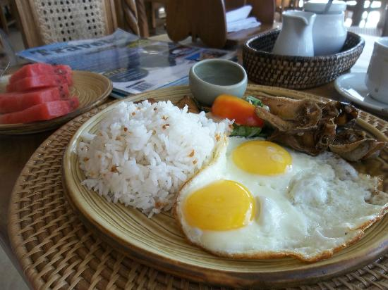 ‪أماريلا ريزورت: Filipino breakfast. Very, very filling!