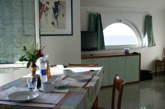 Sala/Soggiorno con viata mare - Picture of Residence Villa ...