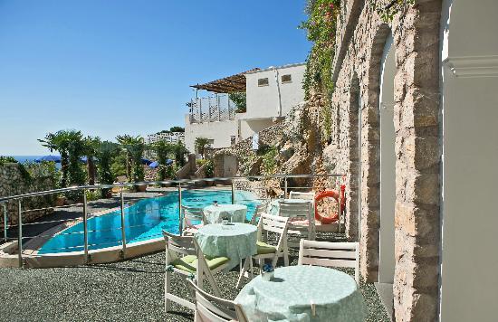 Hotel La Floridiana: la piscina vista dal Bar