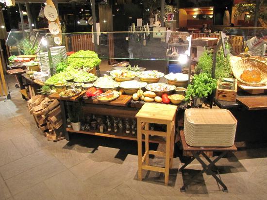 ibis Vienna Airport: Veggie bar in the buffet