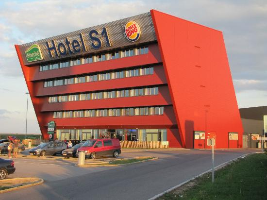 Hotels Close To Vienna Airport