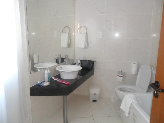 Anastasia Beach Hotel : Bathroom lovely always clean and spotless