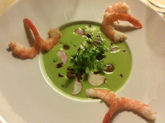 Le Manoir de la Foret: Soupe froide petits pois avec nage de radis, crevettes et petoncles