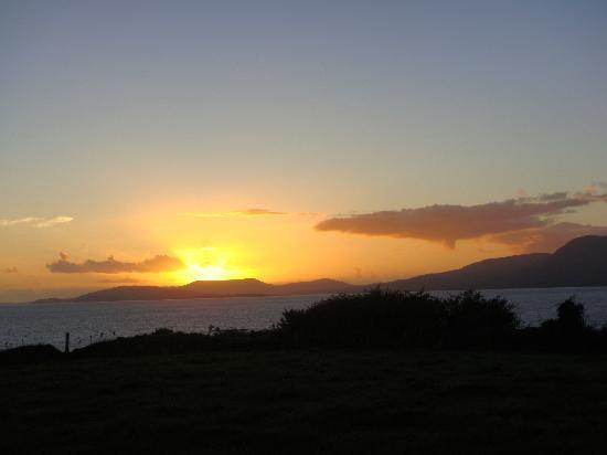 Seamount Farmhouse Bed & Breakfast: Sunset from Sea Mount's deck