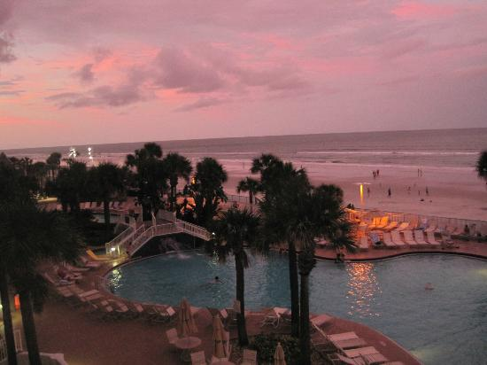 Wyndham Ocean Walk: Early evening view of pool from balcony