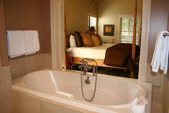 MacArthur Place - Sonoma's Historic Inn & Spa: our room