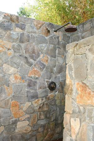 MacArthur Place - Sonoma's Historic Inn & Spa: outdoor shower