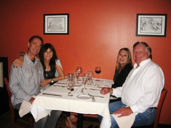 Camano Island Inn: Dinner with friends