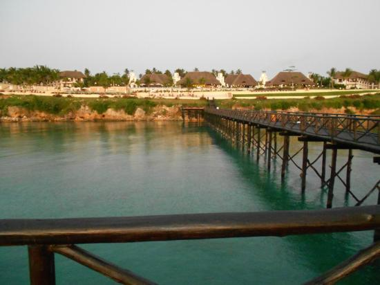 Sea Cliff Resort & Spa: View of hotel from the jetty