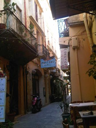 Hotel Morfeas: the hotel from the street
