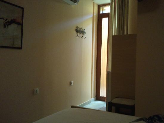 Hotel Morfeas: the room without balcony
