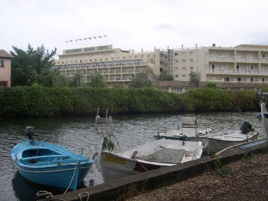 Messonghi Beach Resort : The appartments from the other side of the Mesonghi river